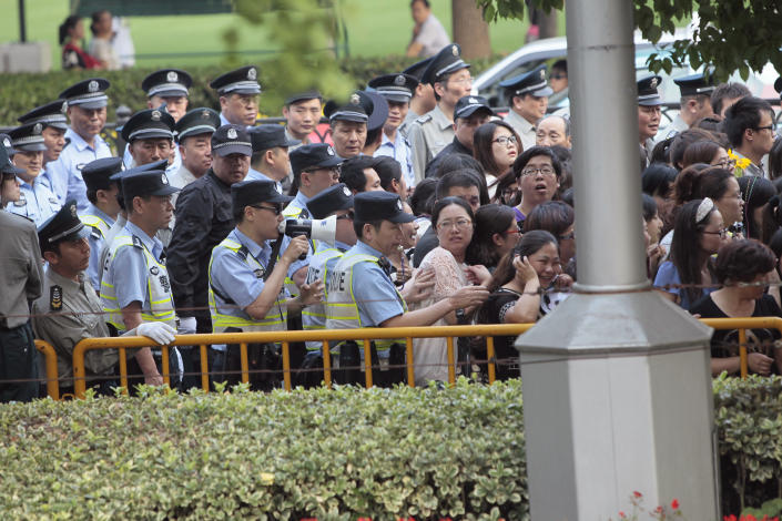 Police officers remove fans standing outside the opening ceremony of the 17th Shanghai International Film Festival, June 14, 2014. REUTERS/Aly Song  (CHINA - Tags: ENTERTAINMENT)