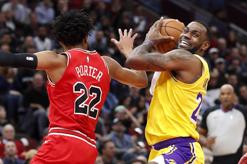 LeBron 3rd straight triple-double, Lakers rally past Bulls