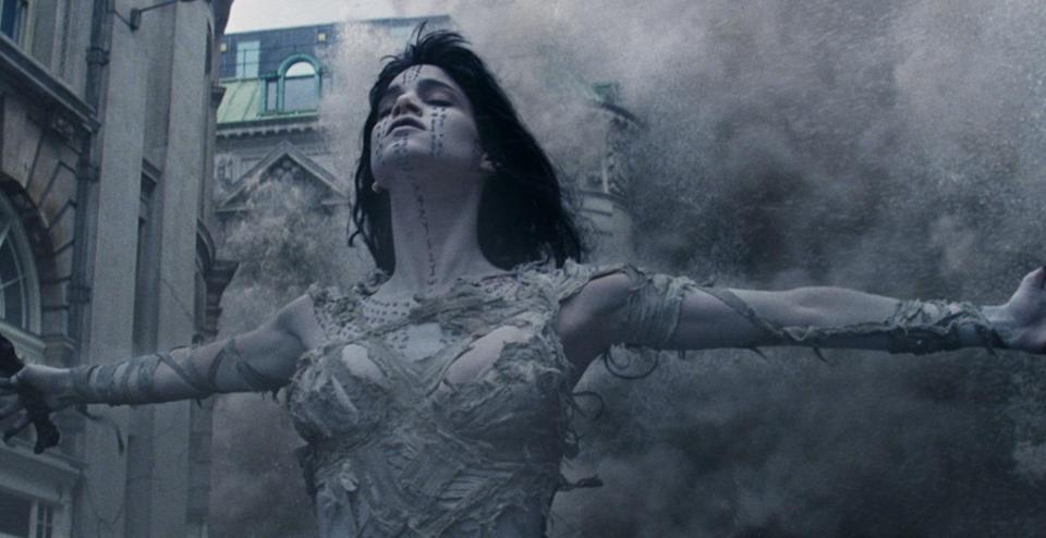 Sofia Boutella's Ahmanet unleashes hell in 'The Mummy' (credit: Universal)