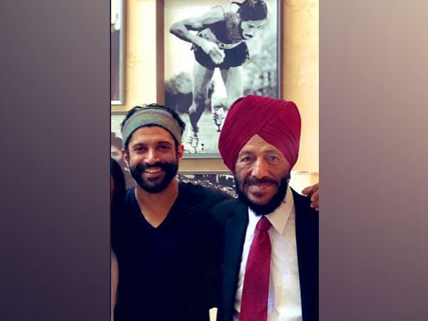 Farhan Akhtar with late athlete Milkha Singh (Image Source: Twitter)
