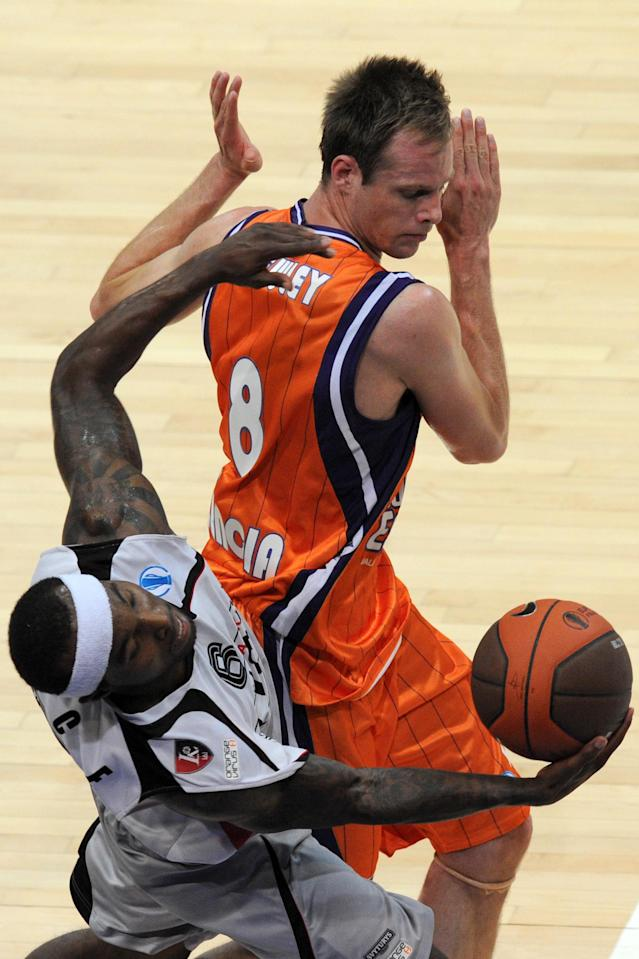 Valencia's Brad Newley (R) vies with Lietuvos Vilnius Rytas's Tyrese Rice during an Eurocup semi-final basketball match between Valencia and Lietuvos Rytas in Khimki, outside Moscow, on April 14, 2012. AFP PHOTO / KIRILL KUDRYAVTSEV (Photo credit should read KIRILL KUDRYAVTSEV/AFP/Getty Images)