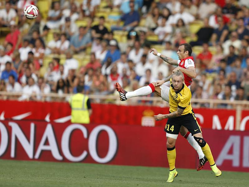 Monaco's Bulgarian forward Dimitar Berbatov vies with Lille's Danish defender Simon Kjaer during the French L1 football match on August 30, 2014 at the Louis II Stadium in Monaco (AFP Photo/Valery Hache)
