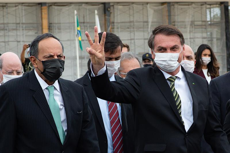 BRASILIA, BRAZIL - May 07: Jair Bolsonaro President of Brazil walks back to the Palacio do Planalto after meeting with the Brazilian Supreme Court of Justice President Jose Antonio Dias Toffoli andbusinessmenin the Supreme Court amidston the coronavirus (COVID-19) pandemic at the Três poderessquareon May 07, 2020 in Brasilia. Brazil has over 125,000 confirmed positive cases of Coronavirus and 8.536 deaths. (Photo by Andressa Anholete/Getty Images)