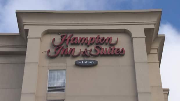 Peel Public Health ordered the partial closure of the Hampton Inn and Suiteson May 8 due to a COVID-19 outbreak.The public health unit has declined to say how many cases of COVID-19 have been confirmed at the hotel.The union that represents workers there says its members are worried. (CBC - image credit)