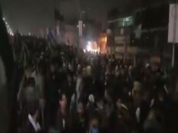 Anti-France demonstrators marched towards Islamabad from Rawalpindi against publication of