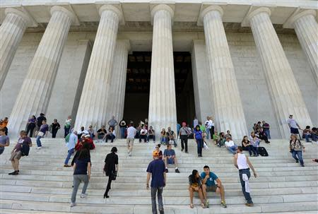 Tourists flock to the Lincoln Memorial in Washington, September 29, 2013, as a possible government shutdown looms in two days. REUTERS/Mike Theiler