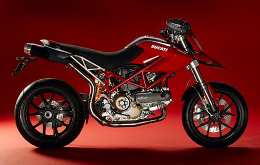 The Ducati Hypermotard 821 features three selectable power maps and has traction control, ABS and Brembo brakes.
