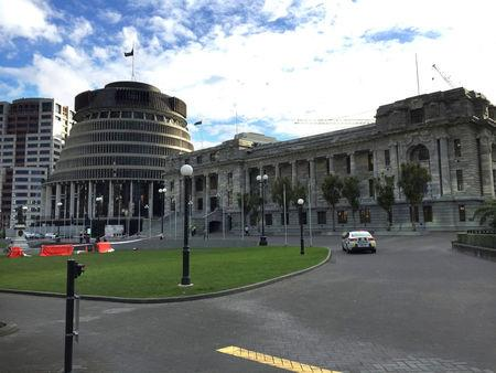 A police car is seen in front of the parliament building in Wellington, New Zealand, September 21, 2017.   REUTERS/Ana Nicolaci da Costa