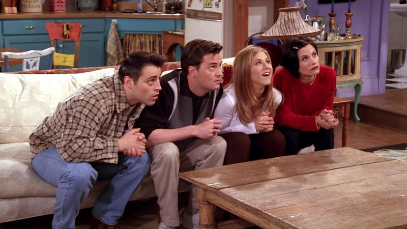 Courteney Cox, Jennifer Aniston and Matt LeBlanc reunite in Friends selfie
