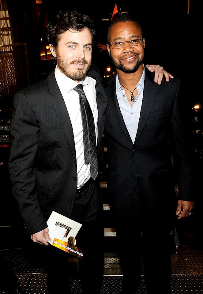 "Casey Affleck and Cuba Gooding Jr. take a photo op backstage. Kevin Mazur/<a href=""http://www.wireimage.com"" target=""new"">WireImage.com</a> - January 7, 2008"