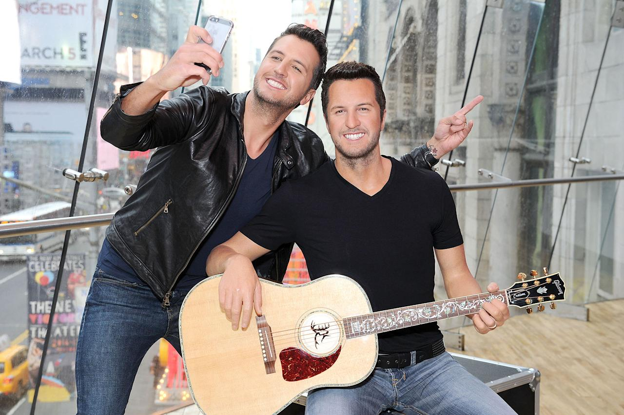 <p>The country star's wax simulacrum is picture perfect - even he thinks so!</p>