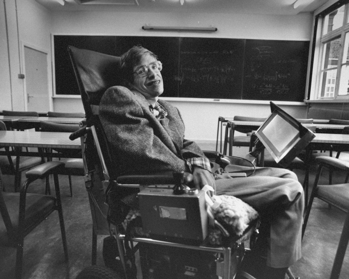 <p>Cambridge Univ. physicist and author Prof. Stephen Hawking inside a lecture hall with math equations on blackboard behind him on Aug. 1, 1988. (Photo: Terry Smith/The LIFE Images Collection/Getty Images) </p>