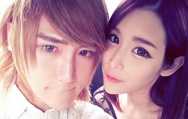 "Singaporean Ulzzang Yutaki and Miyake in a typical Ulzzang ""selca"" (Photo courtesy of Miyake)"