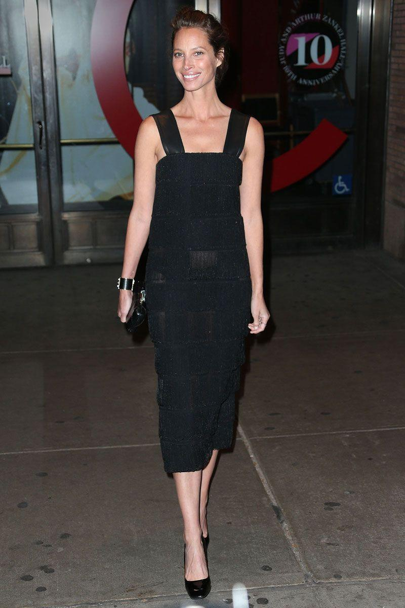 <p>Christy Turlington channeled the 1920s with her flapper-inspired black dress that she wore to an event in New York City.</p>