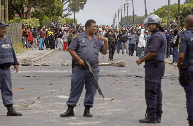 South Africa: Farm workers' protests turn violent