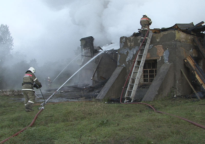 In this photo released by the Novgorod region branch of Russian Emergency Ministry, the ministry's Emergency Situations workers and fire fighters work at a site of a fire at a psychiatric hospital in Luka village in the Novgorod region, Russia, early Friday, Sept. 13, 2013. A fire swept through the Russian psychiatric hospital overnight, killing at least three people and leaving more than 30 others feared dead, officials said Friday. Authorities had long warned that the building was unsafe and called for its closure. (AP Photo/Russian Emergency Ministry, the Novgorod region branch)