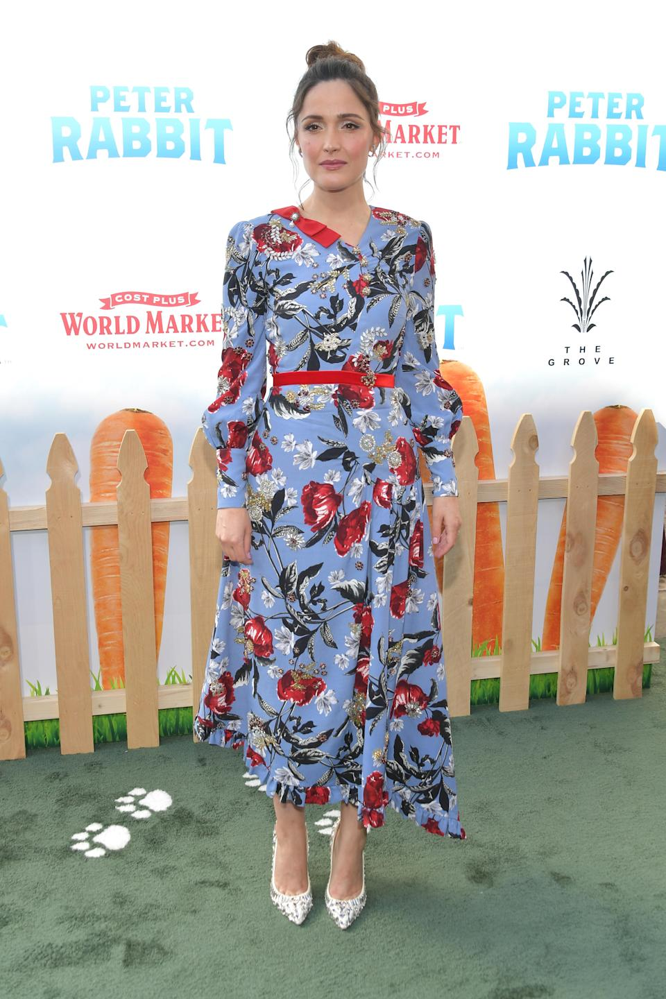 <p>The actress picked out a summery Erdem dress, worn with a vintage Neil Lane brooch and Jimmy Choo heels. <em>[Photo: Getty]</em> </p>