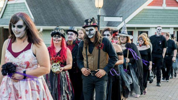 photo on friday the 13th newlydeads tied the knot in a haunted hallowedding