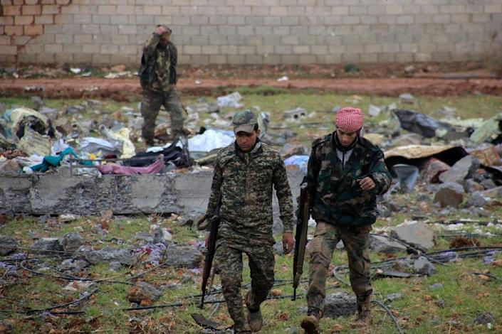 Syrian pro-government fighters hold a position near the Syrian village of Al-Najjarah, east of the northern Syrian city of Aleppo on January 7, 2016 as regime forces have recaptured several areas in the north of the country from Islamist jihadists (AFP Photo/George Ourfalian)