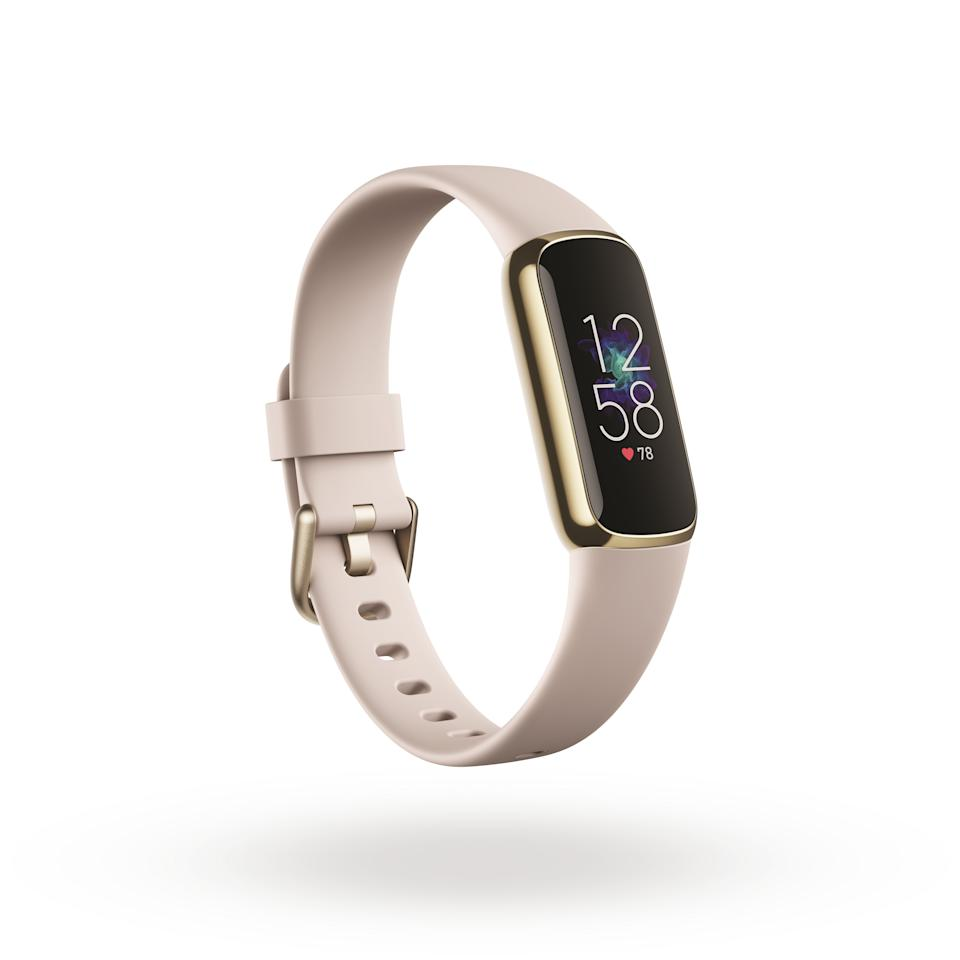 <p>Product render of Fitbit Luxe 3QTR view, in Lunar White and Soft Gold.</p>