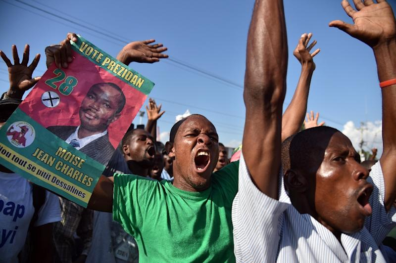 Demonstrators shout during a protest near the parliament in Port-au-Prince, on December 8, 2016 (AFP Photo/Hector Retamal)