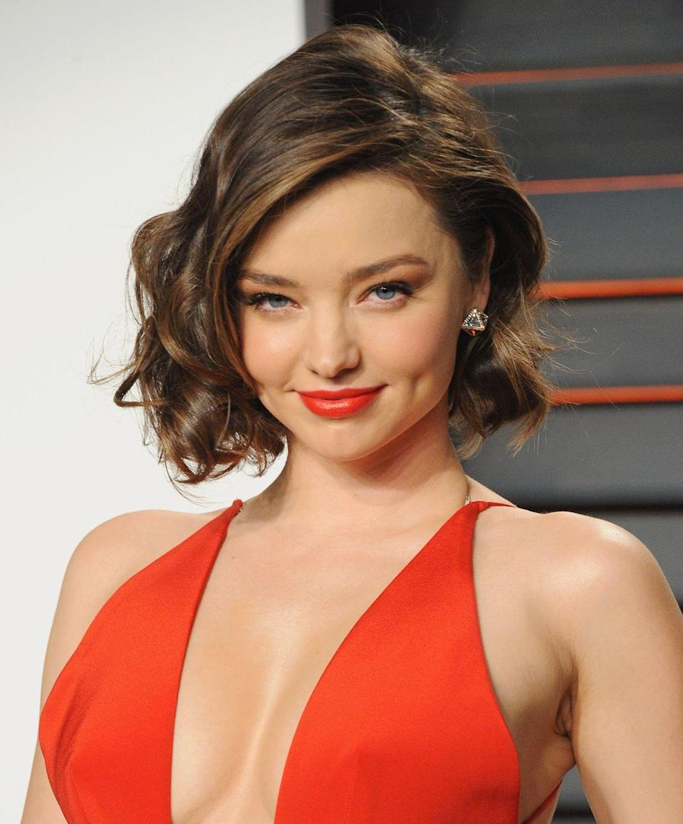 <p>Miranda Kerr makes loopy curls look so good. Jazz up your bob with flirty bends that fall right below your chin to accentuate your jawline.</p>
