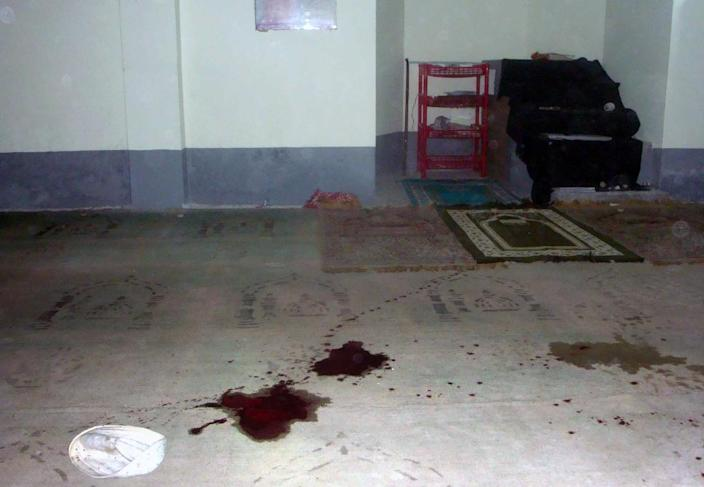 Blood stains are seen on the floor of a Shiite mosque after a shooting in Shibganj, northern Bangladesh, some 125 km from the capital Dhaka, on November 26, 2015 (AFP Photo/-)