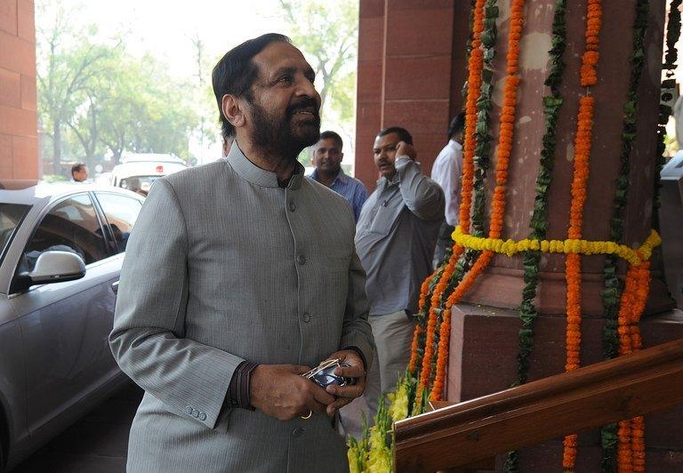 Suresh Kalmadi, India's former Olympics chief, arrives at parliament in New Delhi on March 12, 2012