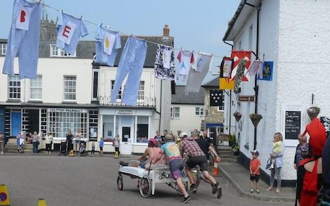 Soon hundreds in the town had joined in - Credit: Alison Stenning