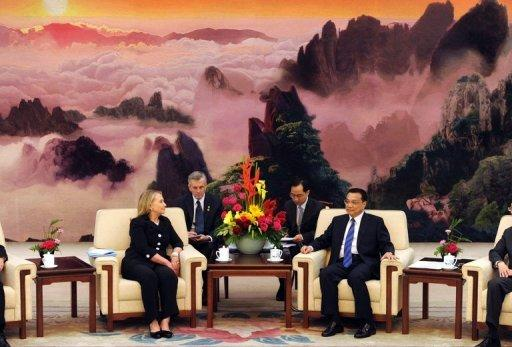 US Secretary of State Hillary Clinton (L) speaks to Chinese Vice-Premier Li Keqiang during their meeting at the Great Hall of the People in Beijing. China and the United States stepped back from sparring over the tense South China Sea as the Asian power told Clinton it would work on a code to manage disputes