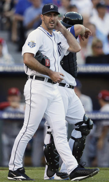 American League's Justin Verlander, of the Detroit Tigers, walks next to catcher Mike Napoli, of the Texas Rangers, after giving up runs in the first inning of the All-Star baseball game Tuesday, July 10, 2012, in Kansas City, Mo. (AP Photo/Charlie Riedel)