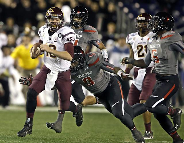Arizona State quarterback Taylor Kelly races 51 yards with a recovered fumble as he is pursued by Texas Tech defenders during the first half of the Holiday Bowl NCAA college football football game Monday, Dec. 30, 2013, in San Diego. (AP Photo/Lenny Ignelzi)