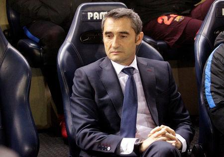 Soccer Football - La Liga Santander - Villarreal vs FC Barcelona - Estadio de la Ceramica, Villarreal, Spain - December 10, 2017 Barcelona coach Ernesto Valverde before the match REUTERS/Heino Kalis
