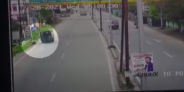 """A day after a Jharkhand judge was hit by an auto-rickshaw, Supreme Court has called for an urgent investigation into the matter. A CCTV footage has revealed that the vehicle had """"deliberately"""" hit the judge while he was on his morning run. Screengrab.  (Times Now )"""
