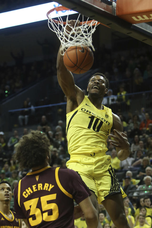 Oregon's Shakur Juiston, right, dunks over Arizona State's Alonzo Verge, left, and Taeshon Cherry, front, during the first half of an NCAA college basketball game in Eugene, Ore., Saturday, Jan. 11, 2020. (AP Photo/Chris Pietsch)