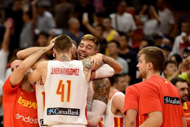 Spain's Juancho Hernangomez celebrates with his brother, Willy, en route to the Basketball World Cup semi-finals (AFP Photo/HECTOR RETAMAL )