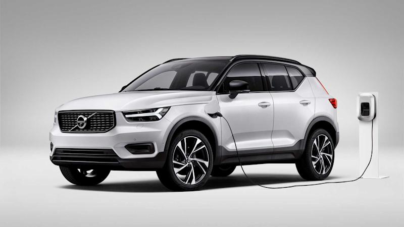 XC40 Recharge plug-in hybrid R-Design expression, in Crystal White Pearl