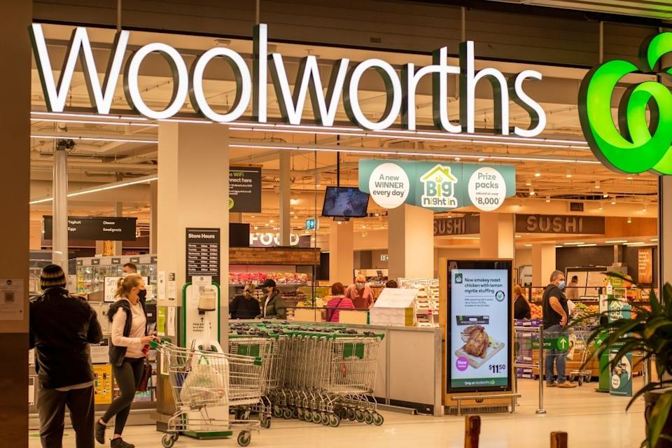 Woolworths customers exit supermarket wearing masks with trolleys. Source: Getty Images