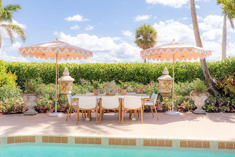 """<p>For this Old Hollywood–esque pool terrace, <a href=""""https://www.fernandowongold.com/"""" rel=""""nofollow noopener"""" target=""""_blank"""" data-ylk=""""slk:Wong"""" class=""""link rapid-noclick-resp"""">Wong</a> took a nod from storied director Cedric Gibbons's L.A. <a href=""""https://www.veranda.com/decorating-ideas/a1559/cedric-gibbons-house-tour/"""" rel=""""nofollow noopener"""" target=""""_blank"""" data-ylk=""""slk:mansion"""" class=""""link rapid-noclick-resp"""">mansion</a> in all its Art Deco glory. The dining set is <a href=""""https://www.sutherlandfurniture.com/"""" rel=""""nofollow noopener"""" target=""""_blank"""" data-ylk=""""slk:Sutherland"""" class=""""link rapid-noclick-resp"""">Sutherland</a>, and the umbrellas are from <a href=""""http://www.boutiquetents.net/umbrellas"""" rel=""""nofollow noopener"""" target=""""_blank"""" data-ylk=""""slk:Boutique Tents"""" class=""""link rapid-noclick-resp"""">Boutique Tents</a>. </p>"""