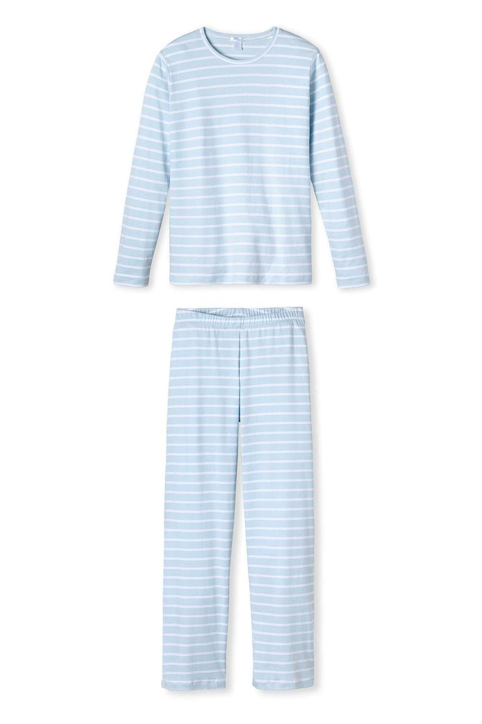 """<p>lakepajamas.com</p><p><strong>$114.00</strong></p><p><a href=""""https://go.redirectingat.com?id=74968X1596630&url=https%3A%2F%2Flakepajamas.com%2Fcollections%2Fnew-arrivals%2Fproducts%2Fwinter-long-long-weekend-set&sref=https%3A%2F%2Fwww.countryliving.com%2Fshopping%2Fgifts%2Fg25323076%2Fnew-mom-gifts%2F"""" rel=""""nofollow noopener"""" target=""""_blank"""" data-ylk=""""slk:Shop Now"""" class=""""link rapid-noclick-resp"""">Shop Now</a></p><p>This striped PJ set is the only new outfit mom needs to complete her weekend. </p>"""