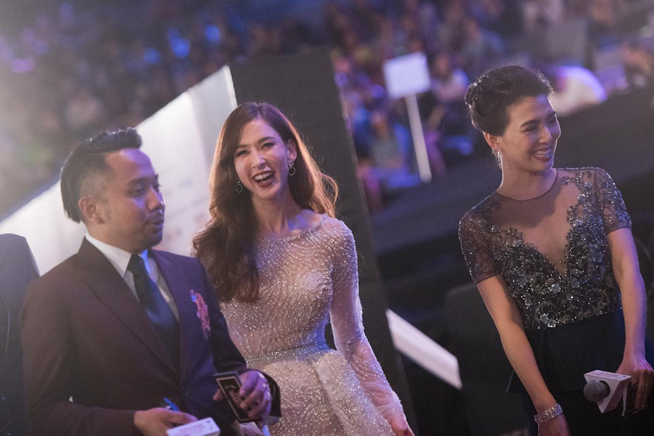<p>Hosts Baki zainal, Stephanie Carrington and Wang Li Huan (L to R) on the red carpet before the start of the 22nd Asian Television Awards. (Photo: Joseph Nair for Yahoo Lifestyle Singapore) </p>