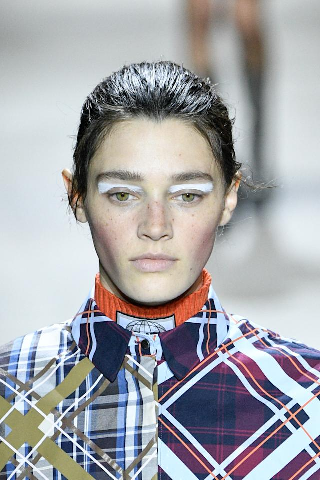 <p>Models wore a sleek up do with rosy cheeks and a modern white cat eye at the Kenzo Fall/Winter 2017 show.</p>