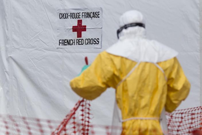 A health worker wearing a personal protective equipment works at the Ebola treatment center in Macenta, Guinea, on November 20, 2014 (AFP Photo/Kenzo Tribouillard)