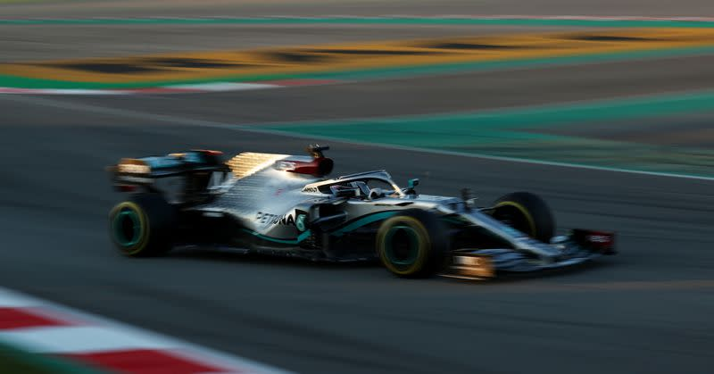 Mercedes steering wheel to be outlawed after this season