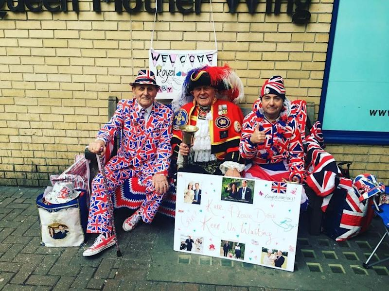 Fans are already waiting outside the hospital. Photo: Instagram