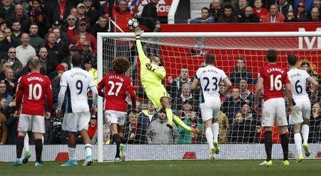Britain Soccer Football - Manchester United v West Bromwich Albion - Premier League - Old Trafford - 1/4/17 West Bromwich Albion's Ben Foster makes a save Action Images via Reuters / Lee Smith Livepic