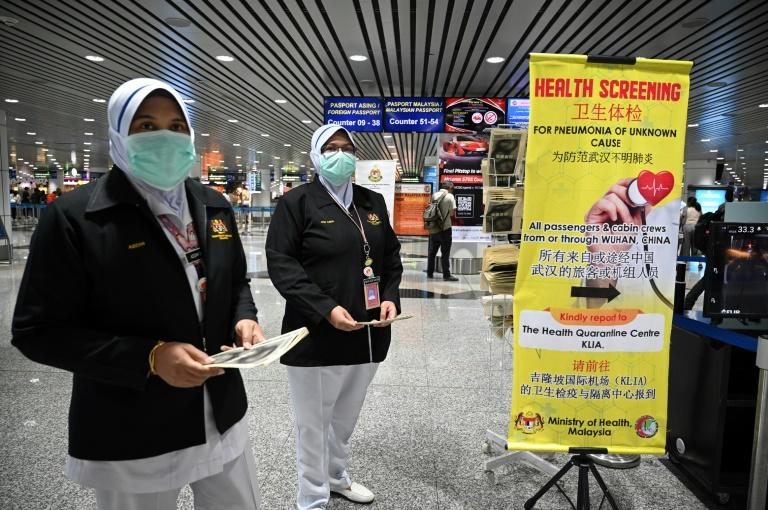 Malaysian health officers are deployed at Kuala Lumpur International Airport in Sepang on January 21, 2020 (AFP Photo/MOHD RASFAN)