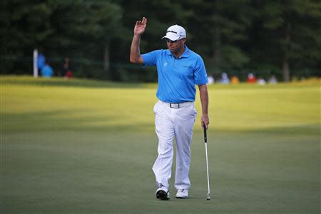Brian Davis of Britain acknowledges the crowd after finishing his first round of the Deutsche Bank Championship golf tournament in Norton, Massachusetts August 30, 2013. REUTERS/Brian Snyder