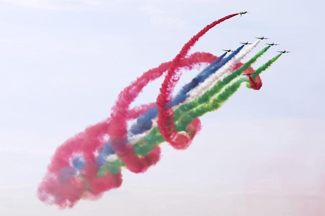 <p>The Al Fursan UAE aerobatic display team performs on Aermacchi MB-339 military trainer and light attack aircraft at the MAKS-2017 International Aviation and Space Salon in Zhukovsky, Moscow Region, Russia, July 18, 2017. (Photo: Marina Lystseva/TASS via Getty Images) </p>