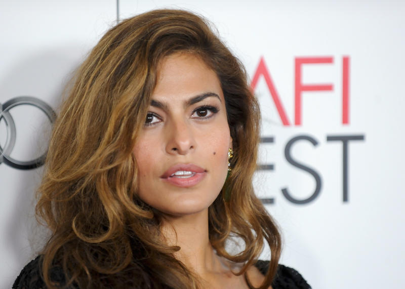 "Actress Eva Mendes arrives at the Hollywood screening of her movie ""Holy Motors"" during AFI FEST in Los Angeles, California November 3, 2012. REUTERS/Gus Ruelas (UNITED STATES - Tags: ENTERTAINMENT HEADSHOT)"